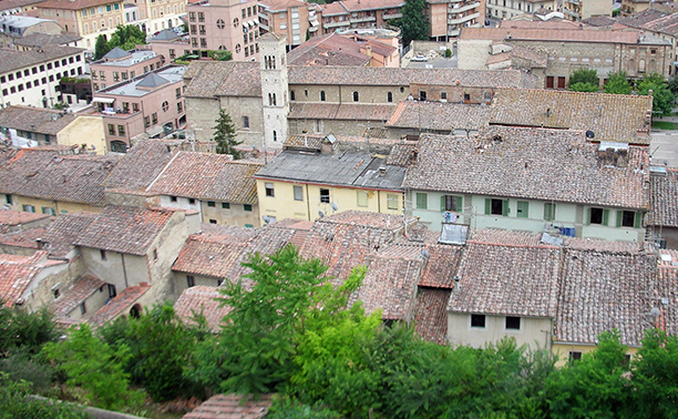 rooftops in col de val d'elsa. image: tim willmott